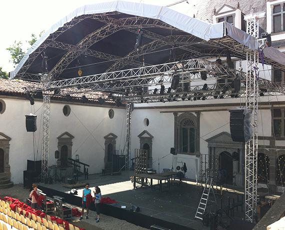 Couverture de toit scène spectacle